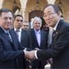 Le Secrétaire général Ban Ki-moon (à droite) avec le Premier ministre libanais Fouad Siniora, lors d'une visite à Beyrouth en janvier 2009.
