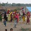 Des familles déplacées par les inondations au Pakistan.