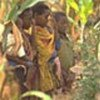 Enfants dans un cimetière des victimes du sida en Afrique (archives)