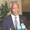 Kofi Annan s'adresse à la presse