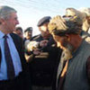 High Commissioner Lubbers talks to refugees at Afghan-Pakistan border