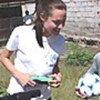 Jolie y niños<br>colombianos refugiados