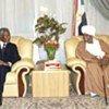 عنان مع الرئيس السوداني عمر البشير