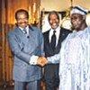 Kofi Annan avec les Présidents Olusegun Obasanjo et Paul Biya