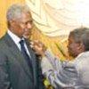 Kofi Annan presented with pin by Elaine Collett