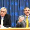 Heraldo Munoz du Chili (à droite) et Michael Chandler