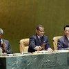 Le Président de l'Assmblée, Julian Hunte (à droite) et Kofi Annan