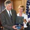 Kofi Annan receives gift from Mayor James K. Hahn