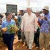 Le Haut Commissaire Ruud Lubbers visite le camp de réfugiés de Lainé, en Guinée