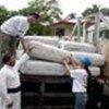 UNHCR handing over plastic mats in Wattala, Sri Lanka