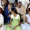 Kofi Annan et sa femme en visite au Sri Lanka