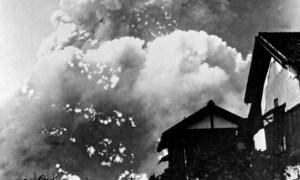 8:17 утра над Хиросимой взорвалось атомное облако, через 2 минуты после взрыва.