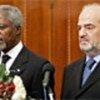 Kofi Annan (g) et le Premier ministre de l'Iraq al-Jaafari (d)