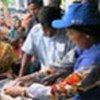برنامج الأغذية يوزع المساعدات في بنغلاديش