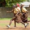 Des jeunes filles jouant au football dans le nord du Ghana.
