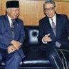 President Suharto (L) with former Secretary-General Boutros Boutros-Ghali (file photo)