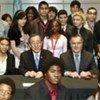 Ban Ki-moon avec des élèves américains de Chicago se préparant à entrer à l'université, en février 2008.