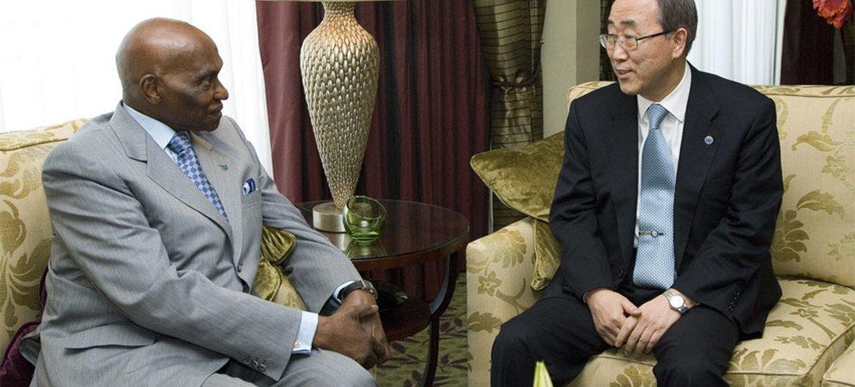 Le Secrétaire général de l'ONU Ban Ki-moon avec la Président sénégalais Abdoulaye Wade en mars 2008. Photo ONU/E. Debebe
