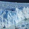 Les glaciers fondent en raison du changement climatique.