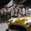 A Calcutta, en Inde, un policier porte un masque pour se protéger contre la pollution.