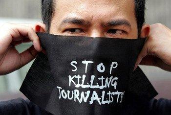 Число убийств журналистов несколько сократилось, но все больше работников СМИ гибнут в мирное время.