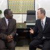 Le Secrétaire général Ban Ki-moon en avril 2008 avec Morgan Tsvangirai, leader du Mouvement pour le changement démocratique (MDC).