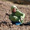 Une fillette afghane dans un champ de pommes de terre à Bamyan.