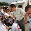 Des réfugiés iraquiens dans un centre de distribution alimentaire à Damas (Syrie).