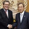 Le Secrétaire général de l'ONU Ban Ki-moon (à droite) avec son conseiller spécial sur Chypre, Alexander Downer.