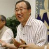 """Secretary-General Ban Ki-moon  and advisors wear lighter clothing to promote """"Cool UN"""""""