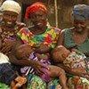 Au Bénin, un groupe de soutien à l'allaitement maternel entre mères. Le travail en milieu communautaire est l'un des moyens les plus efficaces d'accroître les taux d'allaitement maternel exclusif.