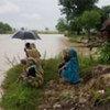 Des dizaines de milliers de personnes ont été déplacées par des inondations dans l'est du Népal.