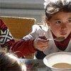 Une petite fille tadjike bénéficie de l'aide du Programme alimentaire mondial.