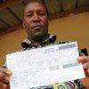 Un Ivoirien lors des opérations d'identification de la population.