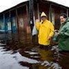 Des habitants évacuent le village inondé de Surgidero de Batabano, à 60 km au sud de La Havane.