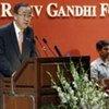 Le Secrétaire général Ban Ki-moon devant la Fondation Rajiv Gandhi en Inde.