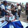 Distribution d'aide par l'UNICEF à des familles de déplacés, à Goma.