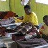 Des victimes du choléra sous traitement dans une clinique au Zimbabwe.