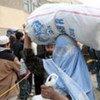 难民署向返乡难民发放御寒物资