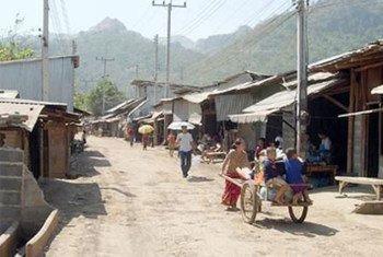 Un camp accueillant des Lao Hmong en Thaïlande (janvier 2007).