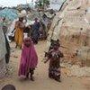 Des enfants et des femmes déplacés à Mogadiscio, en Somalie.