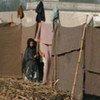 Une fillette dans un camp de déplacés au Pakistan.