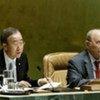 Ban Ki-moon (g) et Miguel d'Escoto Brockmann (d)