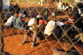 Des migrants du Zimbabwe dans un refuge temporaire en Afrique du Sud.