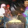 Des femmes font la cuisine dans un centre pour les victimes de violences sexuelles à Goma, en RDC.