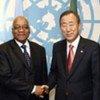 Le Président de l'Afrique du Sud Jacob Zuma (à gauche) avec le Secrétaire général de l'ONU, Ban Ki-moon.
