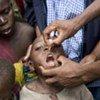 Un enfant en République démocratique du Congo (RDC) reçoit un vaccin.