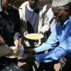 难民署向在受到南非仇外袭击影响的人提供伙食。难民署图片