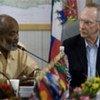 Le Président haïtien René Préval (à gauche) et le Représentant spécial de l'ONU, Edmond Mulet.