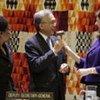 La Présidente sortante de l'ECOSOC Sylvie Lucas remet le marteau à son successeur Hamidon Ali.